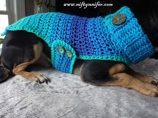 http://www.niftynnifer.com/2018/01/free-crochet-pattern-chihuahua-sweater.html