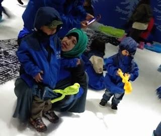 Serunya bermain salju di Snow Park
