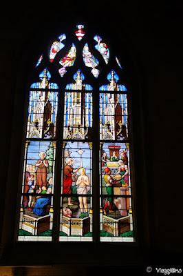 Le vetrate colorate della Chiesa di Saint Leonard