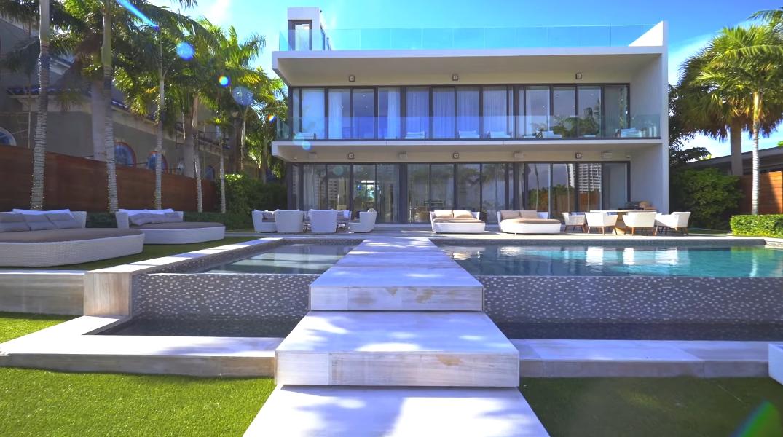 48 Interior Design Photos vs. Dave Portnoy's $6 Million Miami Mansion Tour