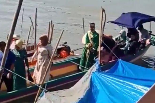 Wah, Mempelai Pria Gunakan Perahu Katinting ke Rumah Mempelai Wanita