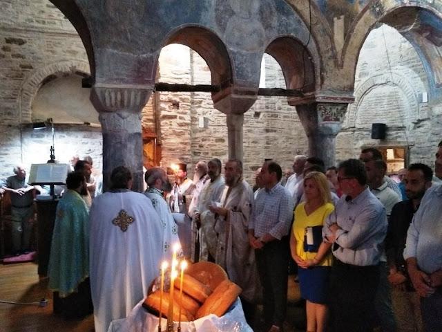 Άρτα: Ιερός Ναός Βλαχέρνας Στην Άρτα:Πλήθος Πιστών Στον Εσπερινό Για Την Παναγιά