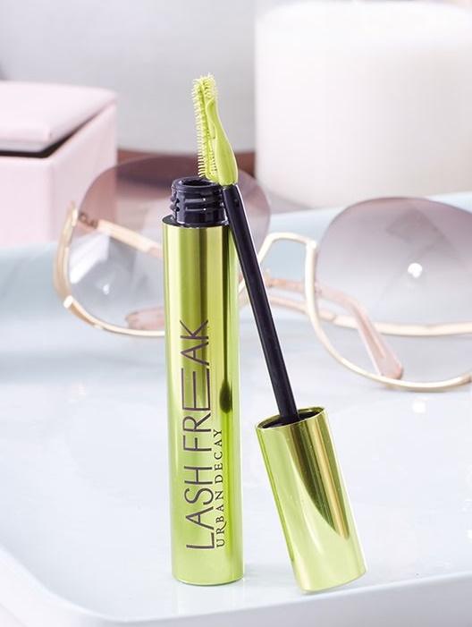 10-productos-belleza-fijador-maquillaje-lash-freak-urban-decay