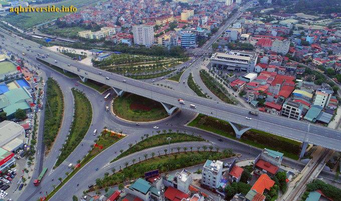 Long Biên có hệ thống đường xá rộng rãi và phát triển.