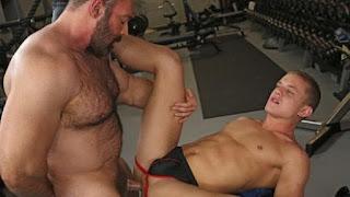 Brad Kalvo & Ian Levine – Gym Rat