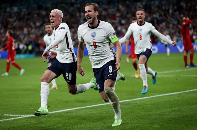 Phil Foden, Henderson, Harry Kane celebrating England's winning goal against Denmark