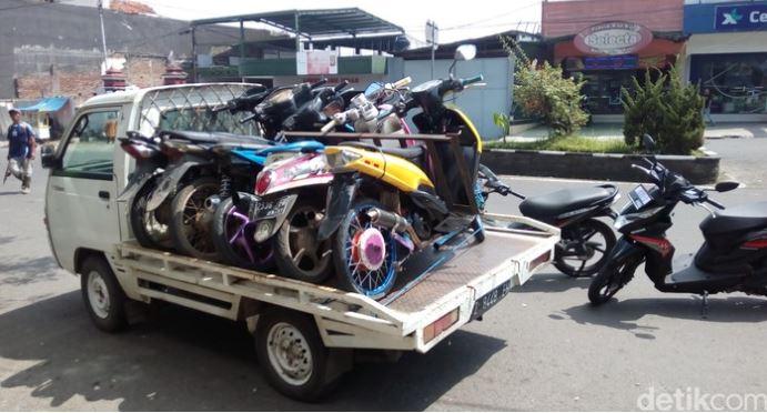 Polisi Pantau Bengkel Motor Penjual Knalpot Bising