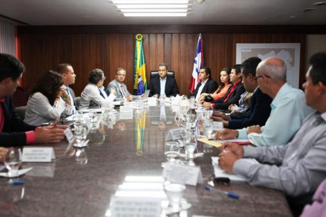Rui se reúne com prefeitos para garantir qualidade dos serviços das policlínicas