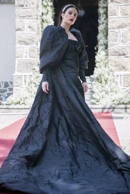 Vivi (Paolla Oliveira) usará vestido preto com capa de dez metros (Foto: Raquel Cunha/TV Globo)