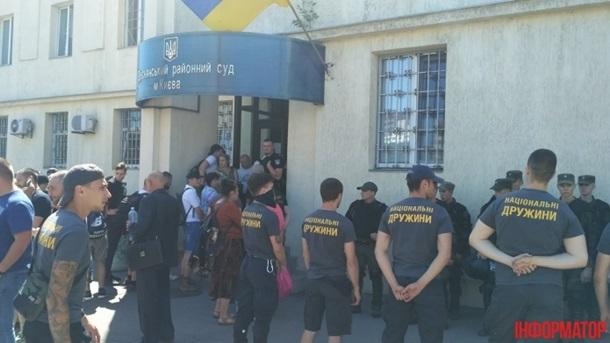 Націоналісти оточили Деснянський суд Києва