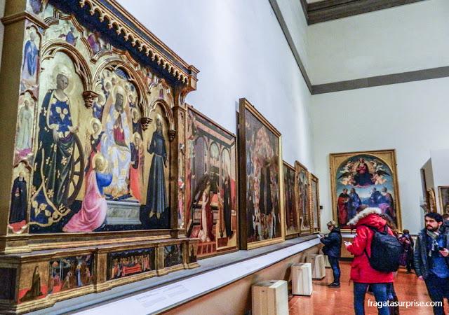 """""""Madona do Cinto"""", de Andrea Giusto Manzini, na  Galleria dell'Accademia, em Florença"""