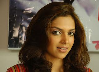 Actress Photographs: deepika padukone sexy actress ...