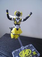 SH Figuarts Akiba Yellow 06