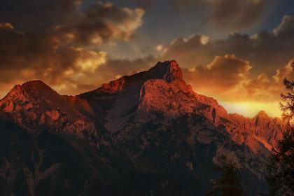 5 Persiapan Wajib Wisata Pegunungan