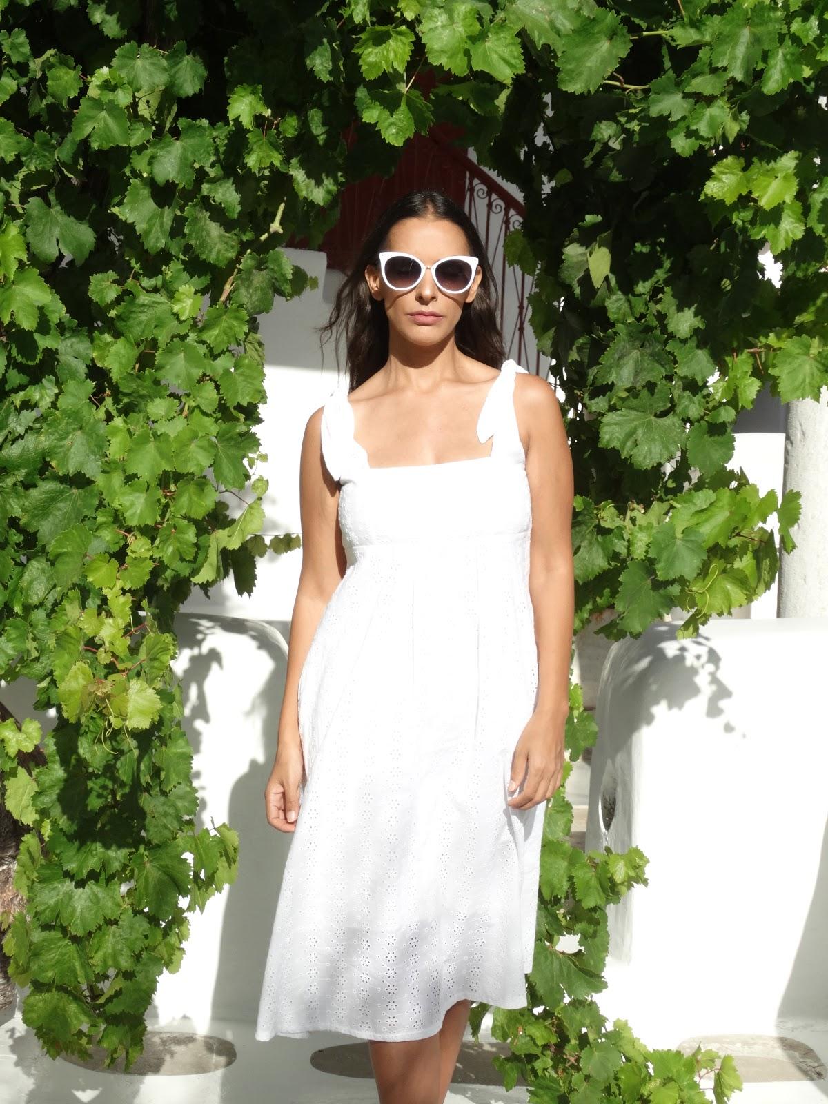 מיקונוס שמלה לבנה