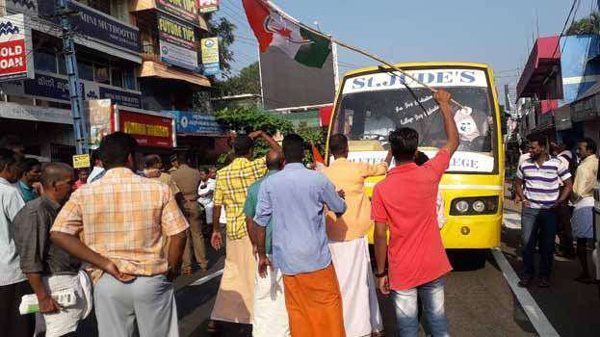 News, Kozhikode, Kerala, Harthal, Murder case, Arrest, KSRTC, Vehicles,State Hartal; In many places the supporters of the Hartal prevents the vehicles