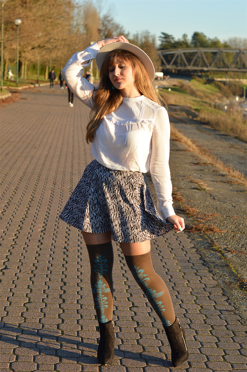 how to wear the knee socks with a skirt the dress sense