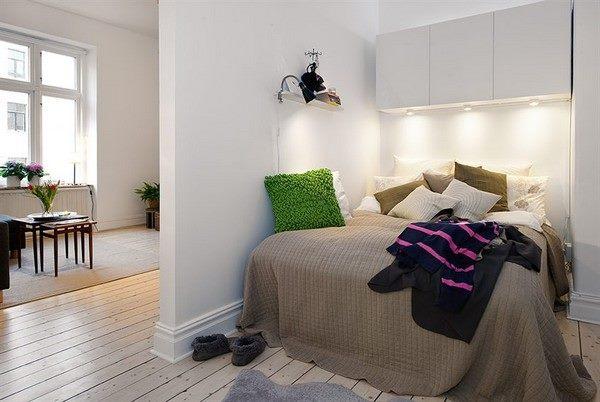 спальня в студийной квартире