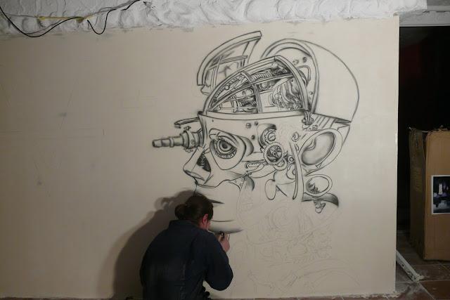 Aranżacja ściany w klubie, malowanie obrazu na ścianie farbami UV