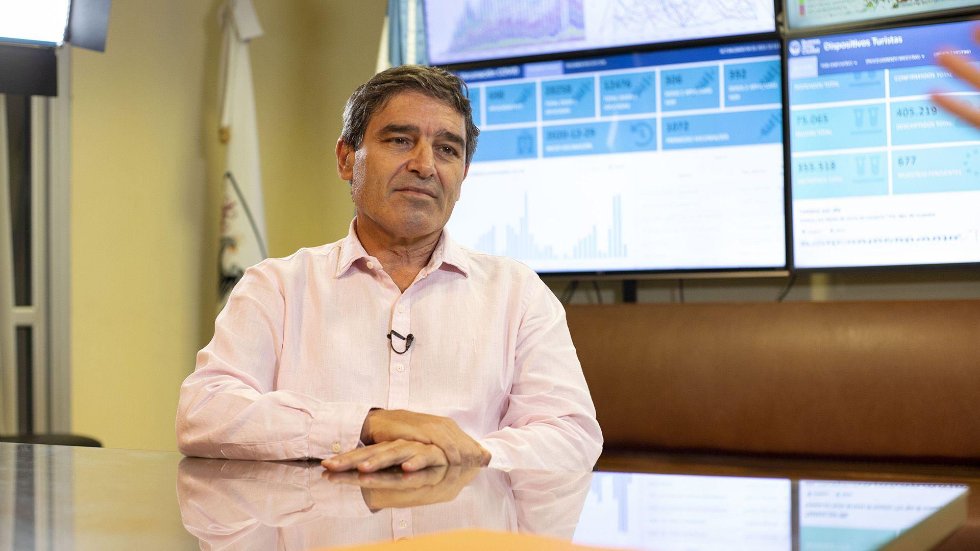 Fernán Quirós calificó el escándalo de las vacunas como un error grave que daña la confianza de la campaña