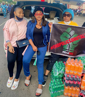#EndSARS: Soro Soke, Mercy Aigbe Says As She Takes Drinks And Other Items To The Protesters (PHOTO/VIDEO)