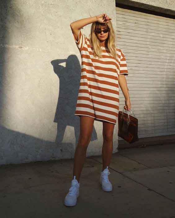 Vestido camiseta e tênis