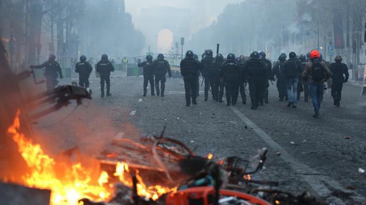 وزير فرنسي: 70% إجمالي خسائر مبيعات الشركات بسبب الاحتجاجات