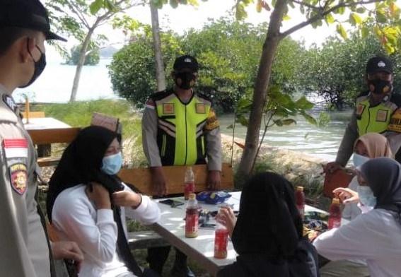Personel Polsek Belakang Padang Gelar Pengawasan Prokes di Tempat Wisata
