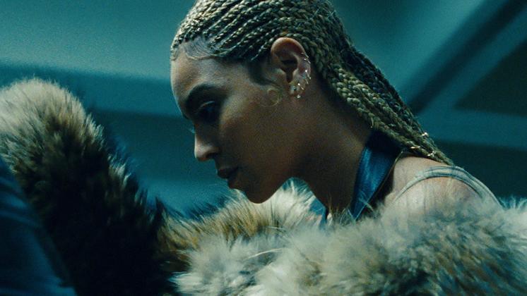 Quando você é a Beyoncé, cometer erros se torna o único luxo que ninguém é capaz de te conceder.