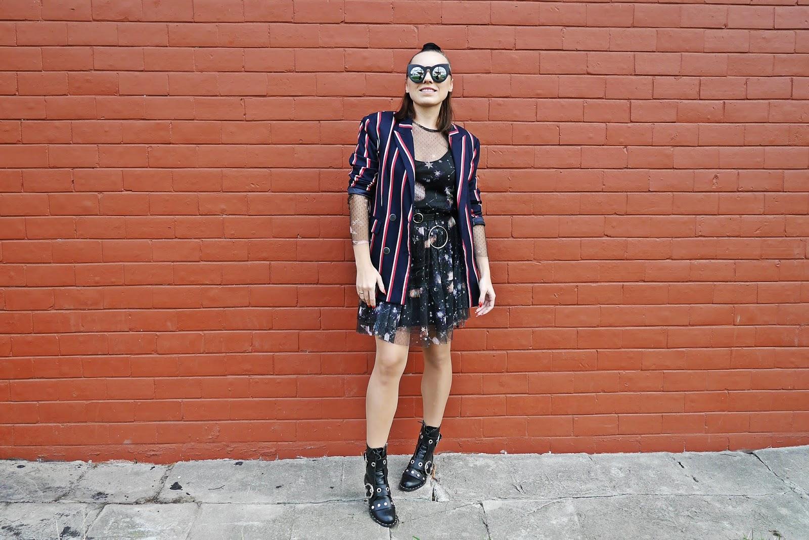 marynarka w paski mango sukienka przezroczysta galaxy cropp czarna pasek aliexpress koło botki czarne rockowe renee karyn blog modowy blogerka modowa stylizacje modowe stylizacje dla kobiet moda dla kobiet rockowy zestaw puławy
