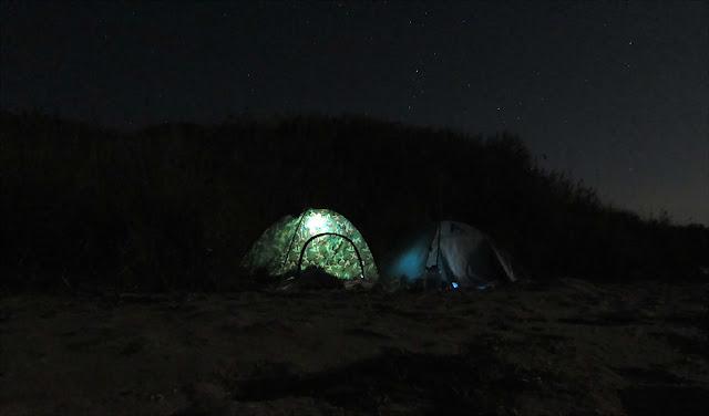 ночью в палатках