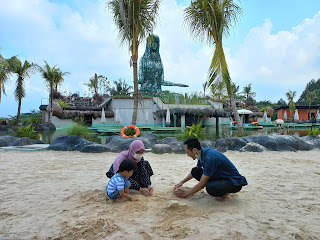 Area main pasir di banyu biru