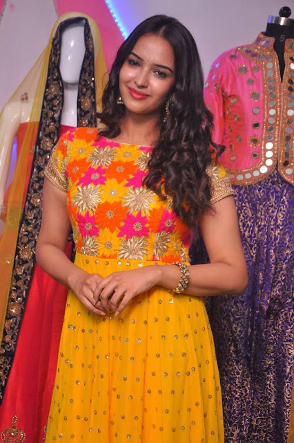 Poojitha Ponnada  IMAGES, GIF, ANIMATED GIF, WALLPAPER, STICKER FOR WHATSAPP & FACEBOOK