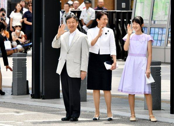 japans crown prince family arrived at matsumoto station