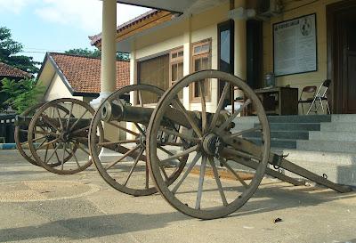 Museum Cakraningrat Bangkalan Meriam Peluru Lontar