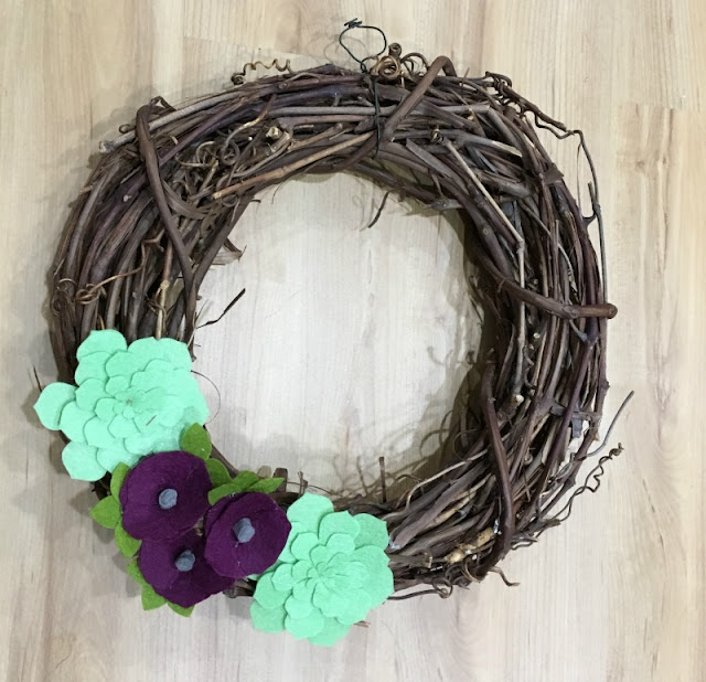 I used my Cricut Maker to make a Felt Flower Fall grapevine wreath.