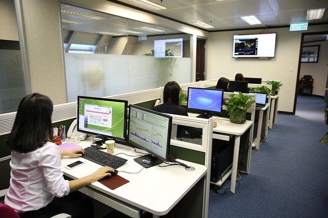 مؤسسات خاصة تعلن عن توظيفات مهمة للشباب حاملي الدبلومات والشواهد