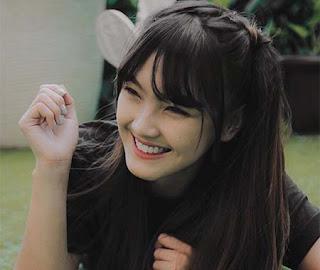 Ana Riana Senyum