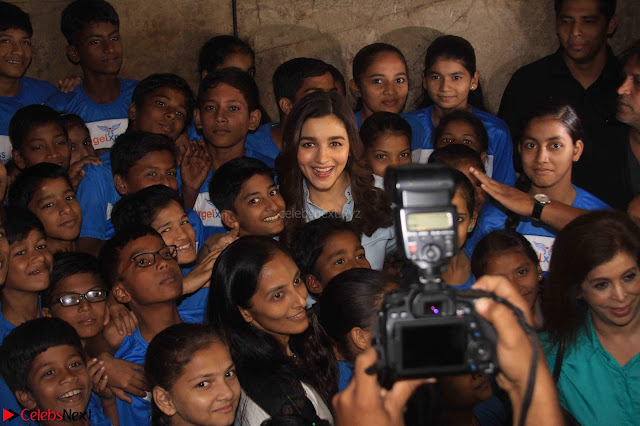 Alia Bhatt in Denim and jeans with NGO Kids 06.JPG