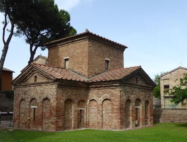 esterno del mausoleo di galla placidia