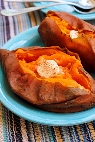 Side view of a sweet potato on a blue plate.