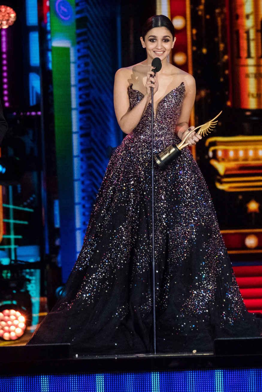 Alia Bhatt Accepts Her Award at 2017 IIFA Awards at MetLife Stadium