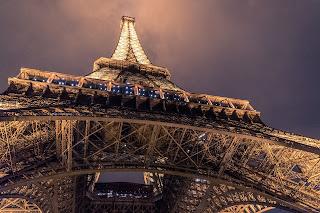La Torre Eiffel desde abajo
