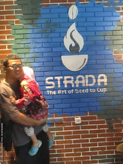Bapak dan Anak Narsis di Strada Caffe Semarang