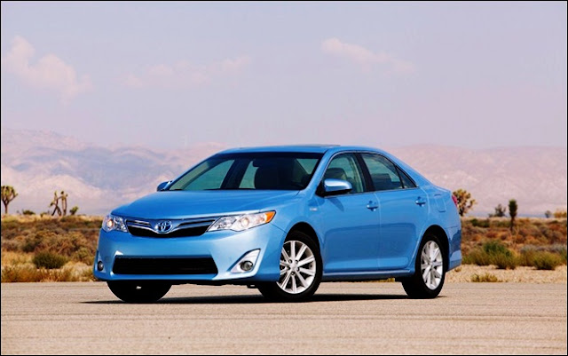 2014 Toyota Camry Hybrid XLE Invoice Price Blue Type
