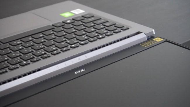 180-degree hinge of this laptop.
