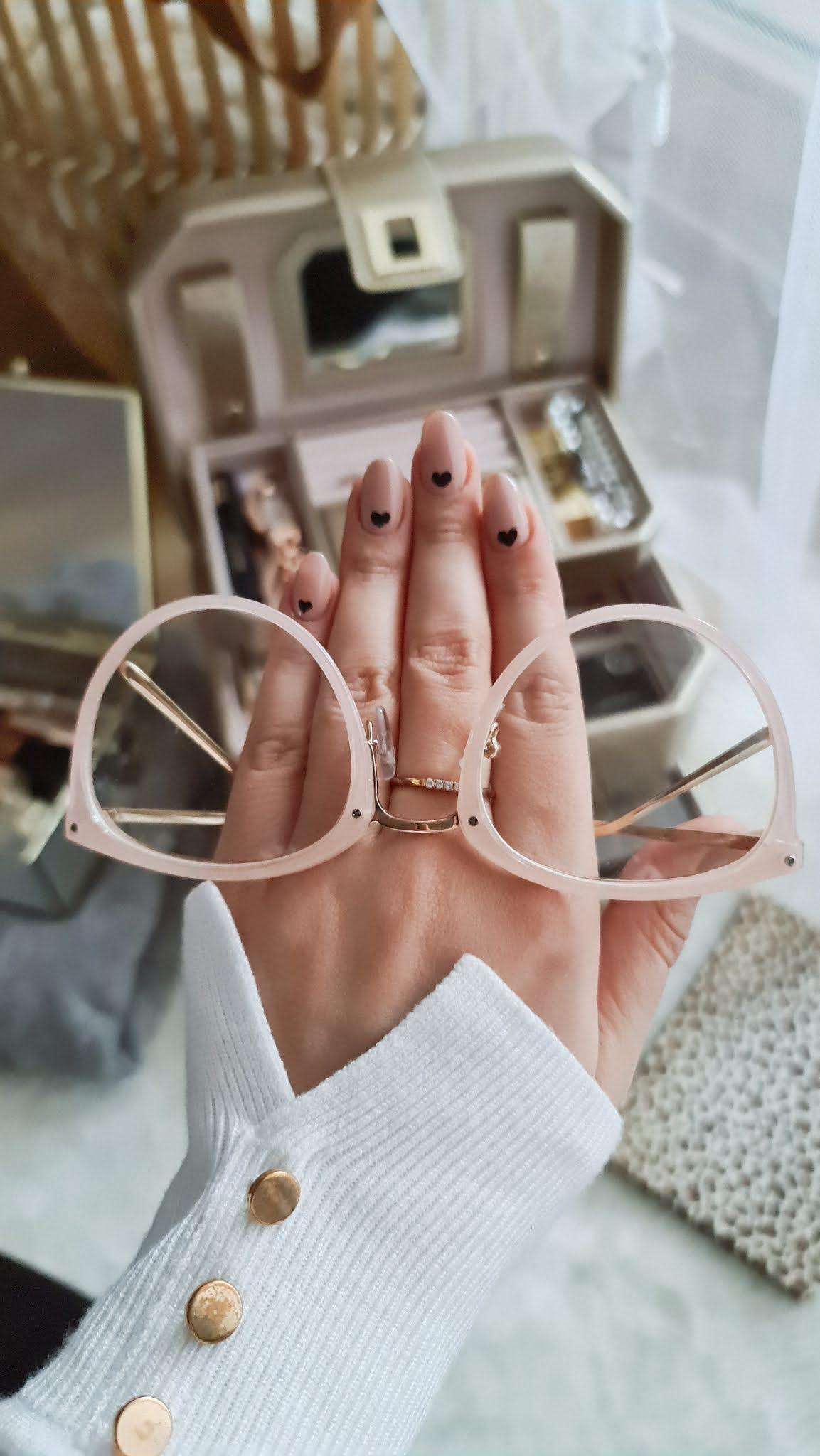 Serduszka na paznokciach na walentynki. Serduszkowe paznokcie