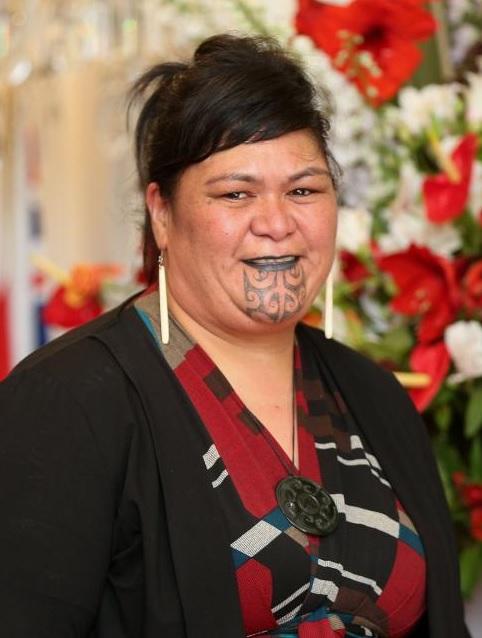 Ministro neozelandese con tatuaggio Maori sul viso