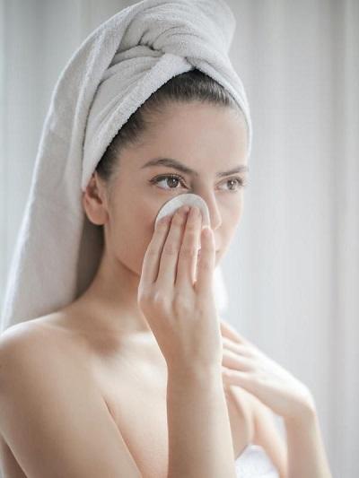 rajin membersihkan muka dan wajah mencegah jerawat batu muncul