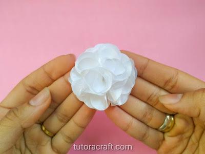 flor de tecido branca